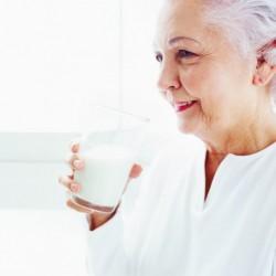 Người già nên uống sữa nào là tốt nhất?